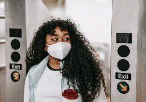 Mujeres con Máscara